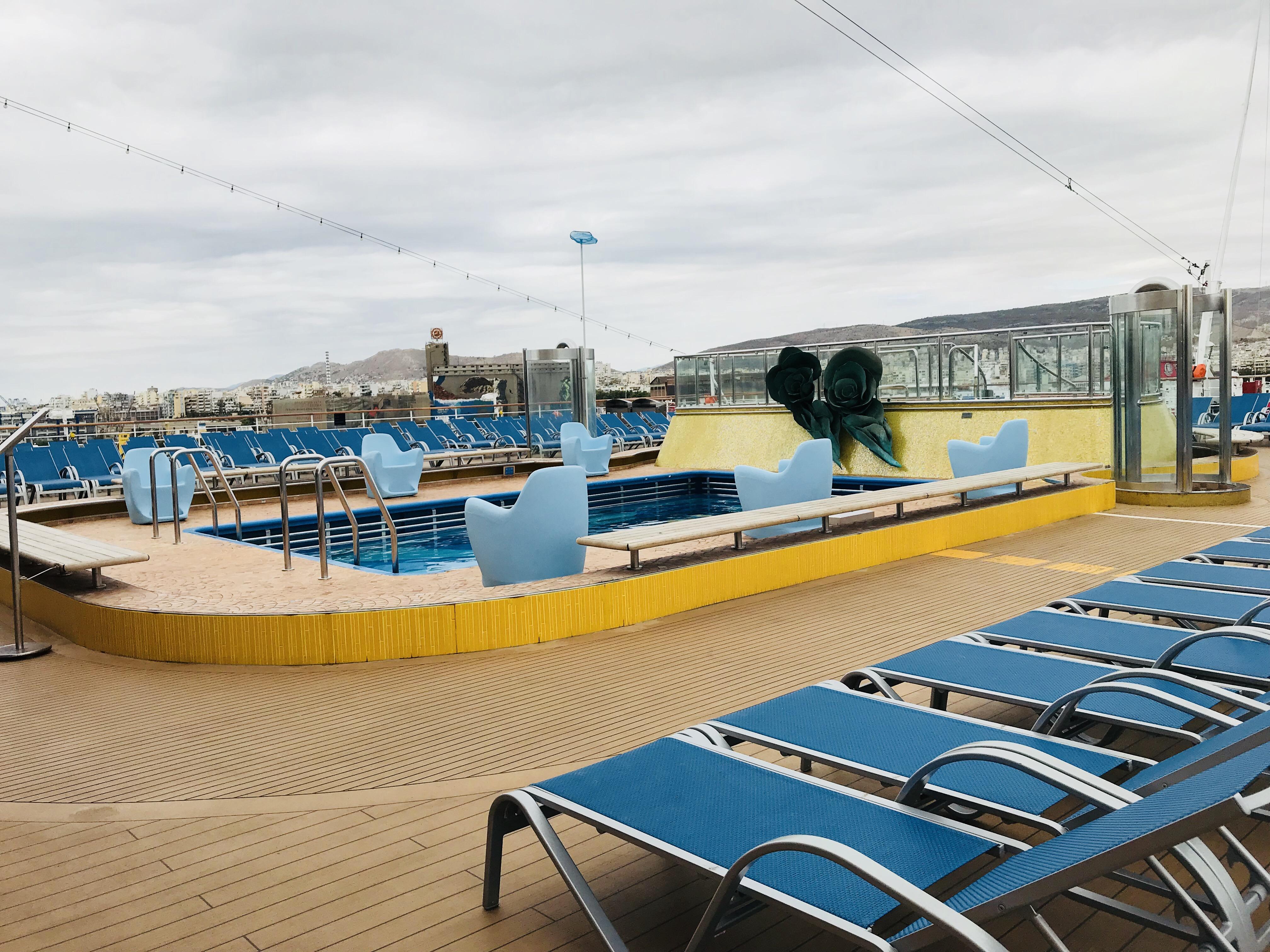 Costa luminosa et la femme allong e blog d 39 une fan de - Costa luminosa piscine ...